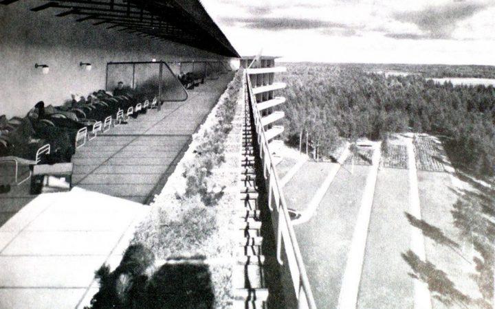 Aşvar Aalto'nun Paimio Sanatoryum'u. Dönemin tüberküloz için mimaride fazlalaşan teras kullanımına örnek. Ancak tüberküloz hastalarının terasta ışık ve havadan bu denli yararlanması ne kadar doğru? Fiziksel ve psikolojik olarak olumsuz yönleri fazla olan bir durum.